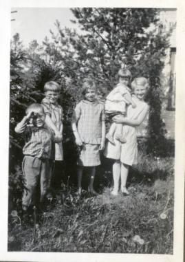 Aase_Nordmo_i_hagen_p_____stg__rd_1935