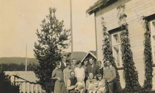 Fra_hagen_utenfor_Gammelstua_ca_1935